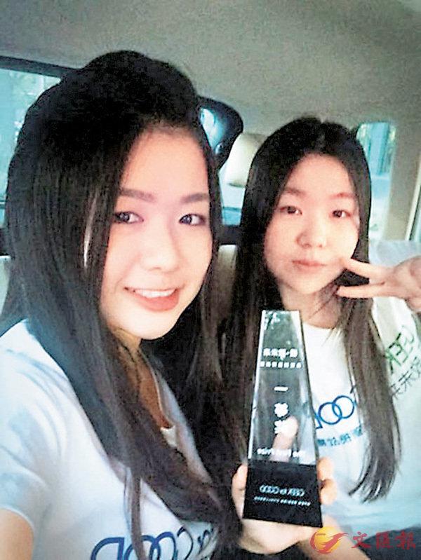 ■王娜娜(左)和黃爽(右)為幫助失語者與外界溝通,研發了一款翻譯手語APP。 網上圖片
