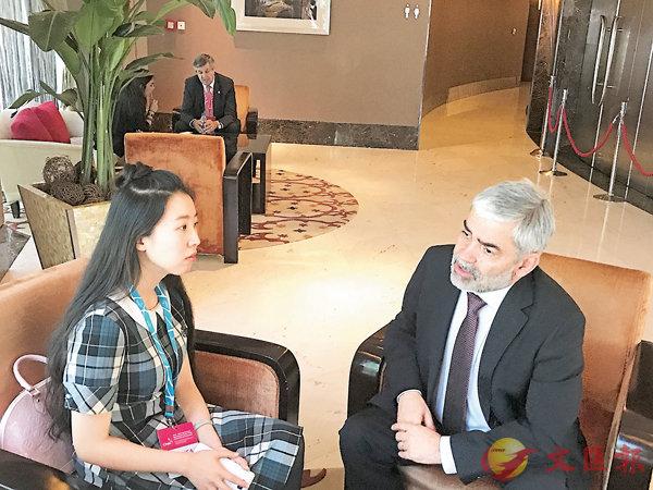 ■智利外資委員會主席卡洛斯.阿爾佩雷斯接受香港文匯報記者專訪。香港文匯報記者張聰  攝