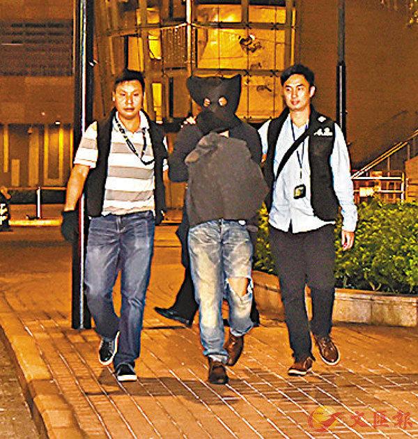 ■懷疑主腦被押返將軍澳日出康城住所搜查。