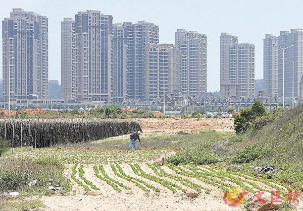 ■官方數據顯示,4月70個城市中有23個城市新建商品住宅價格漲幅比上月回落,比3月份增加13個。圖為福建省莆田市部分樓盤。 中新社