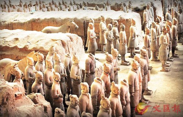 ■兵馬俑原本是有色彩的,並不是如今的「灰頭土臉」。 香港文匯報陝西傳真