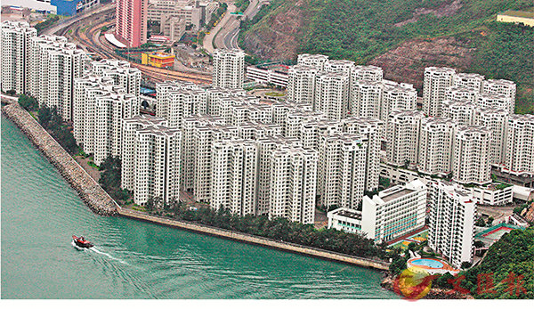 ■非首置客購買自用住宅,樓價超過1,000萬元的,按揭成數由50%降至40%。圖為柴灣杏花�h。資料圖片
