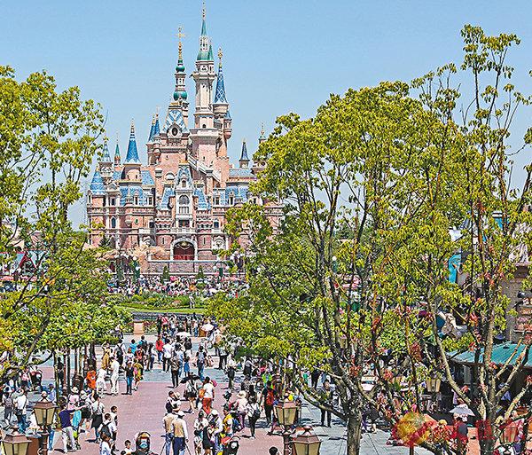 ■上海迪士尼樂園遊客突破1,000萬。新華社