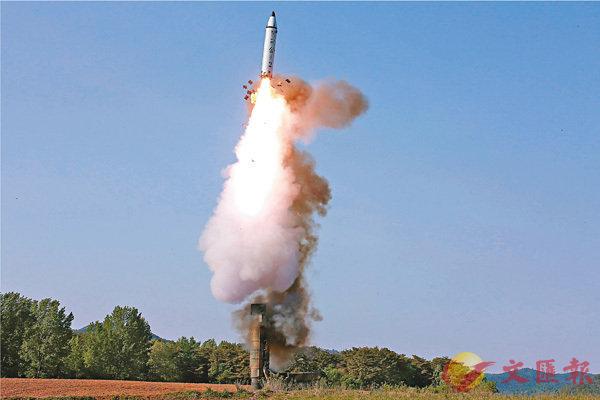 ■朝鮮繼本月中試射「火星12」型導彈後,前日再試射「北極星2」型導彈。 路透社