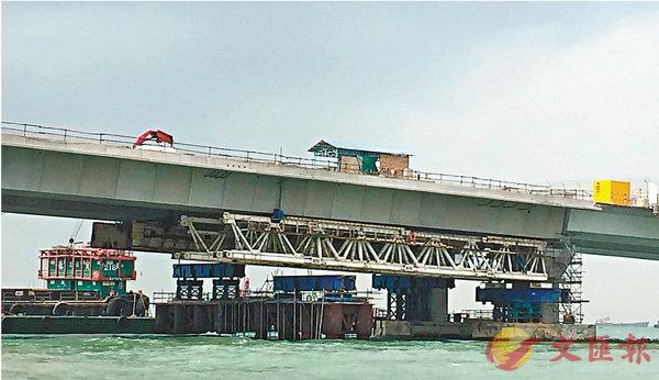 大橋測石屎造假  21人被捕 (圖)