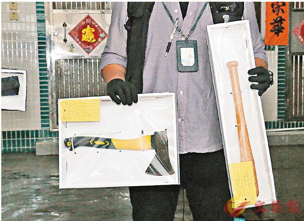 ■警方行動中檢獲一批武器。