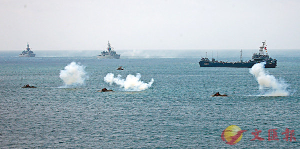 ■「漢光演習」首度模擬大陸航母的攻擊和突襲。圖為兩棲登陸砲車投入演習。中央社
