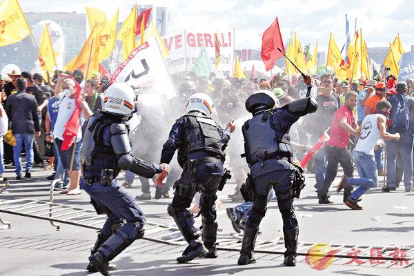 示威者燒政府大樓  巴西曾令派兵平亂 (圖)