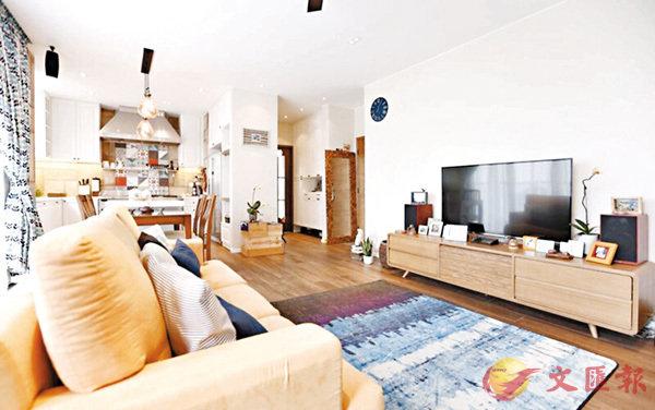 ■單位室內主色調為較沉的Earth-tone色系,並適當地滲入鮮色作點綴及調和。