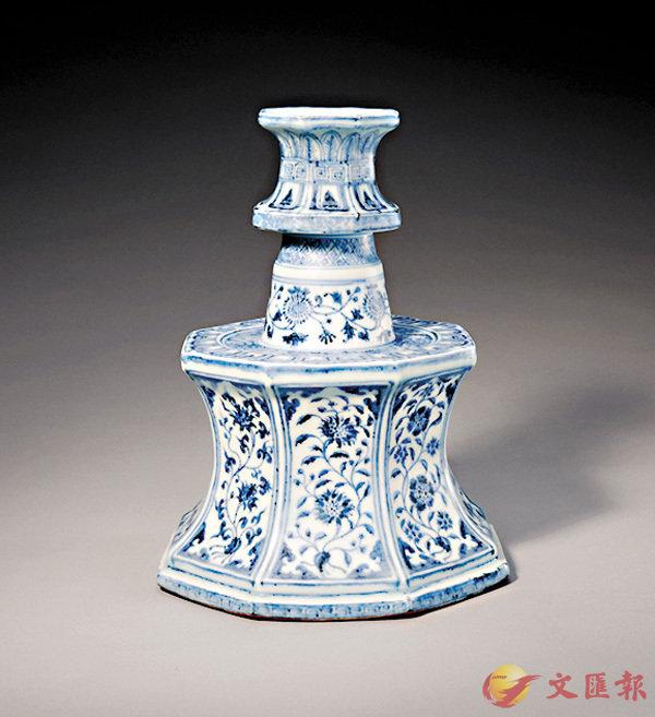 ■明永樂青花花卉紋八方燭台(故宮博物院藏)