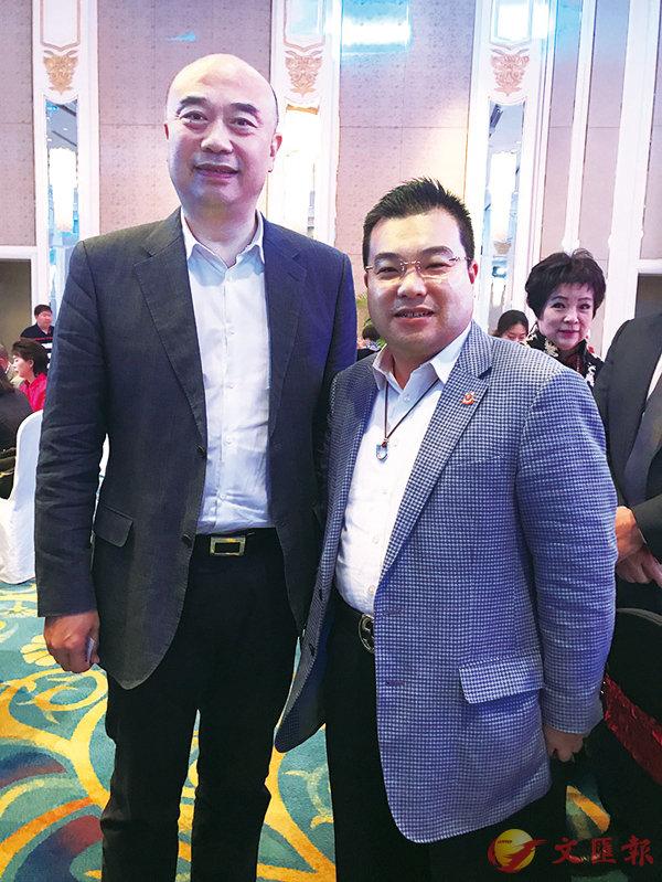 ■李鋈發(右)與吉林省省長劉國中(左)合影