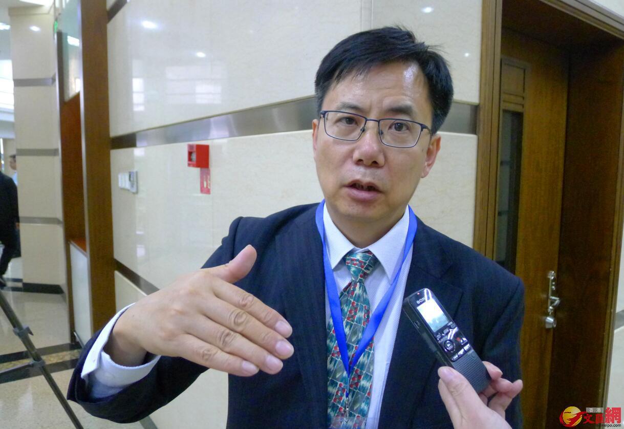 中國社科院台灣研究所副所長張冠華研究員認為,俞正聲主席今次正式就兩岸經濟社會融合發展做了更加系統的闡述,是大陸兩岸關係新主張。(蔣煌基 攝)