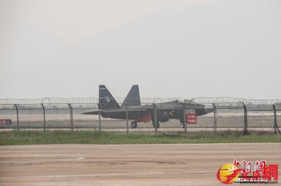 被稱為「鶻鷹2.0版」的中國殲-31戰機。中新網圖