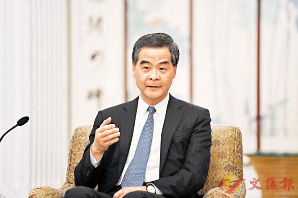 ■梁振英接受央媒採訪時指,對香港未來經濟、社會發展非常樂觀,充滿信心。 新華社