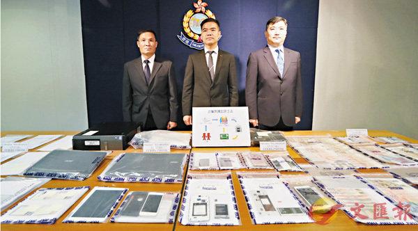 ■警方講述騙徒如何串通銀行職員一起犯案。 香港文匯報記者劉友光  攝