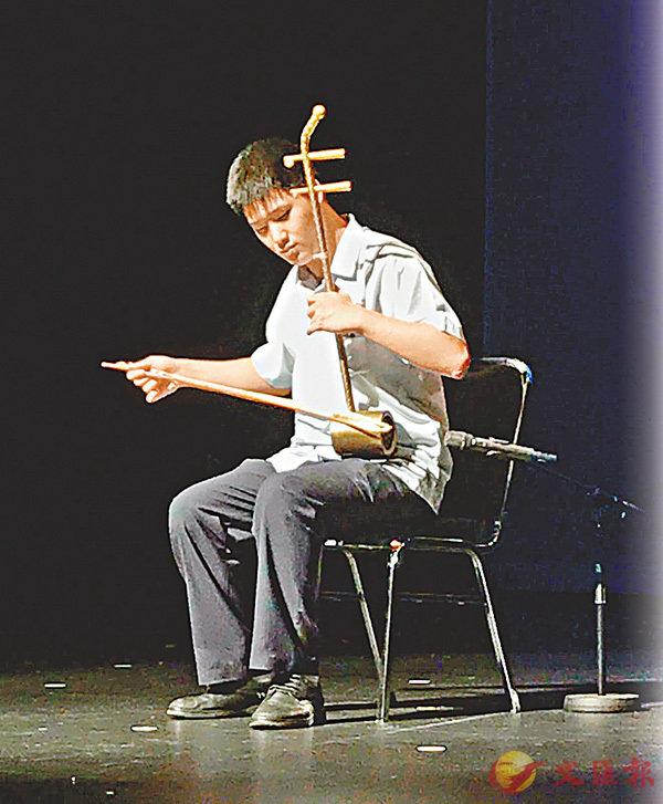 ■楊恩華在東區學校才藝欣賞會上盡情演繹。 受訪者供圖