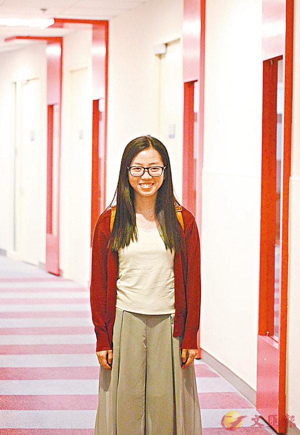 ■樹仁大學學生葉嘉兒期望未來可進新聞行業成為記者。 香港文匯報記者曾慶威  攝