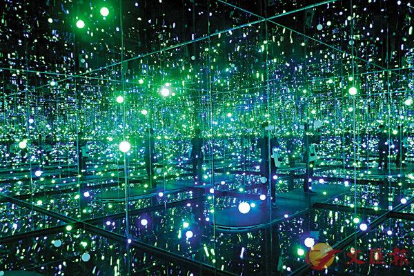 《Infinity Mirrored Room - Gleaming Lights of the Souls》| (無限鏡屋-靈魂波光)  | 2008。香港文匯報記者李鍾洲 攝
