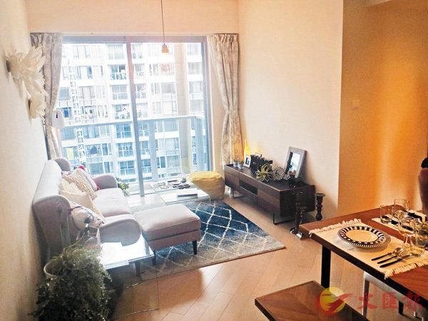 ■Park YOHO Genova面積572方呎單位的客廳。 香港文匯報記者梁悅琴  攝