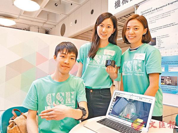■系統可讓醫生以非接觸方式自行翻查病人醫療記錄。 香港文匯報記者姜嘉軒  攝