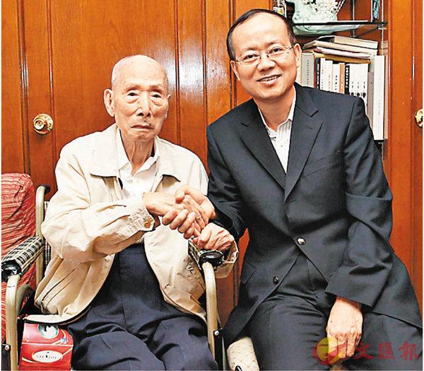 楊健探訪攝影大師陳復禮  賀101歲生日 (圖)