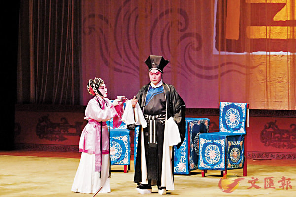 ■阮兆輝和陳好逑演出南派精粹《武松》一劇中的《金蓮戲叔》。