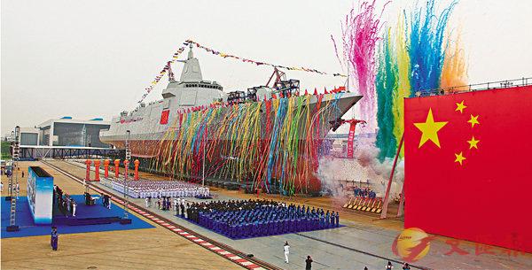 ■由中國自主研製的新型驅逐艦昨日舉行下水儀式。 新華社