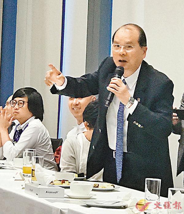 ■張建宗昨日與傳媒聚會。 香港文匯報記者鄭治祖 攝