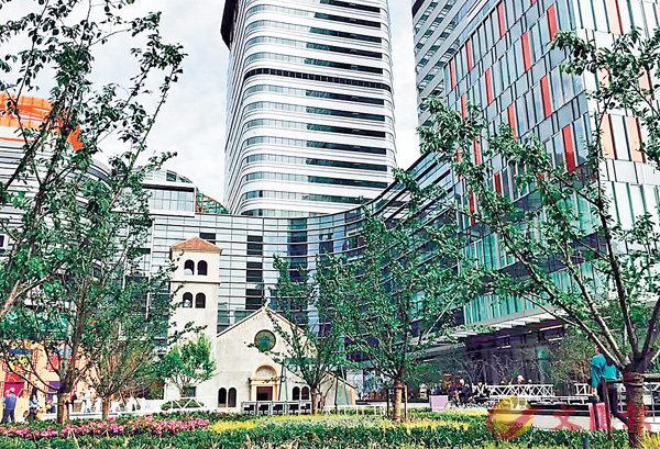■圖為上海長寧來福士外觀。香港文匯報記者孔雯瓊  攝