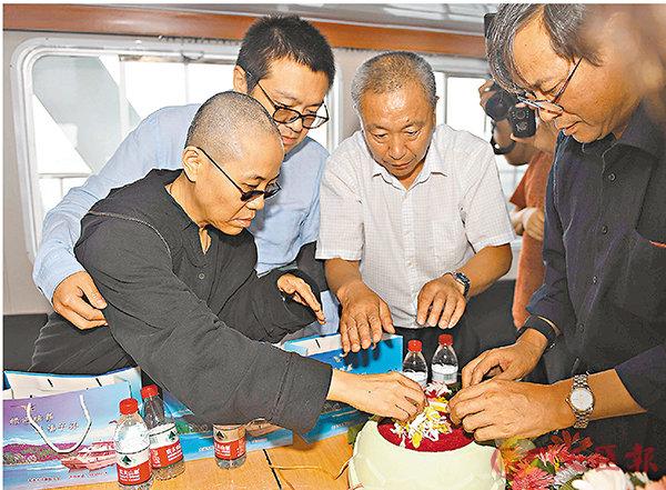 家屬為劉曉波舉行海葬 (圖)