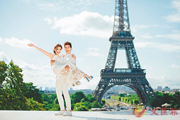 ■林奕匡與未婚妻李靄璣於巴黎鐵塔前拍婚照。