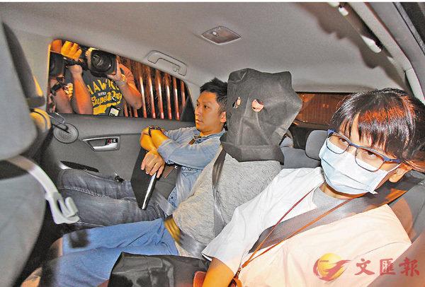 ■警拘一名涉替電騙集團收錢的女子。 香港文匯報記者鄺福強 攝