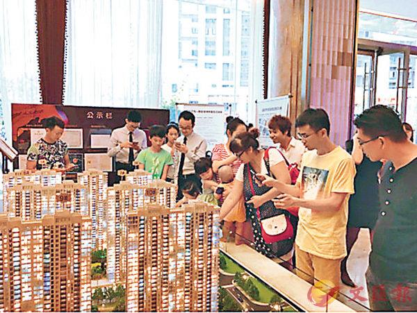 ■集美樓盤吸引眾多購房者參觀。