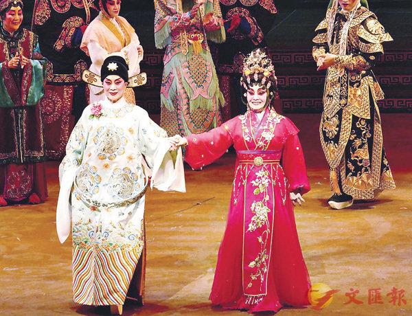 ■陳寶珠和梅雪詩分飾趙汝州和謝素秋,演活了舞台上的才子佳人。