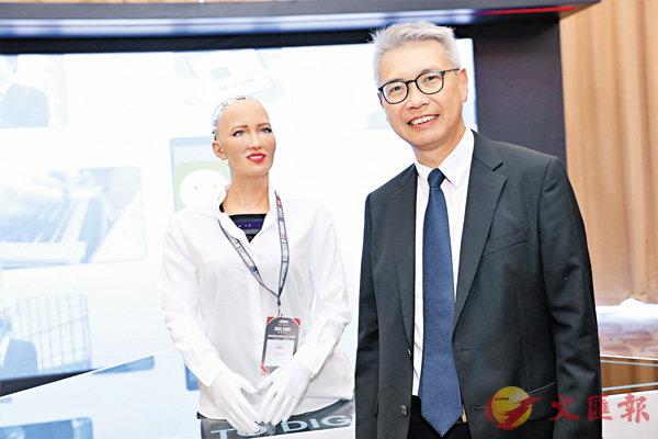 ■趙民忠指,數碼及網絡已成為中小企不可或缺的元素。後為港產機械人製造商Hanson Robotics設計的機械人Sophia。  公關供圖