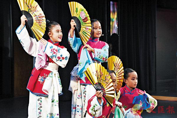 ■小學員們表演《蘇三起解》、《賣水》、《貴妃醉酒》等京劇選段,展示集訓成果。