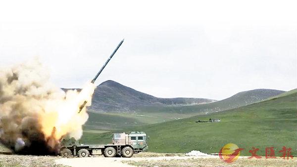 解放軍西藏實兵演炮戰 (圖)