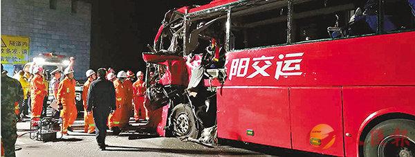 旅巴陝西撞隧道釀36亡13傷 (圖)