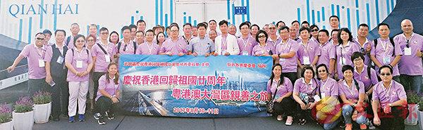 ■訪問團在前海考察留影。香港文匯報記者李望賢  攝