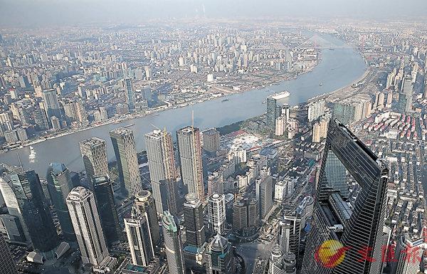 ■上海市住建委稱會研究制訂商業用房改建為租賃住房。圖為上海市。 資料圖片