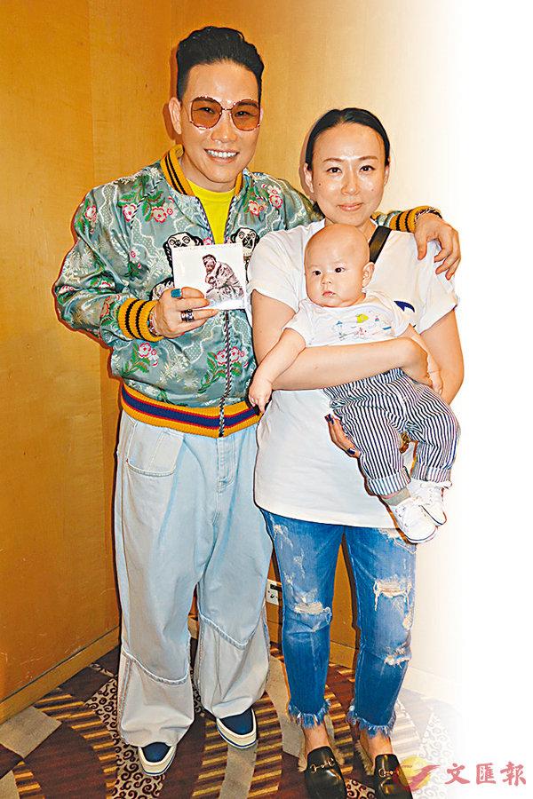■蘇永康帶同太太和囝囝出席其發燒碟宣傳活動。