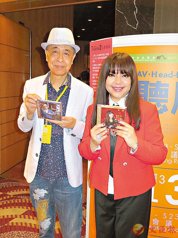 ■葉振棠(左)希望三度舉行「雙葉」演唱會;旁為露雲娜。