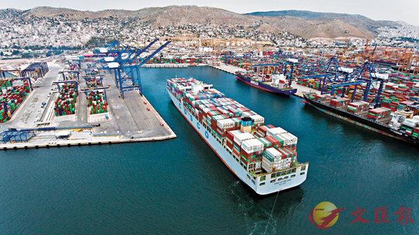 ■中央鼓勵重點推進有利於「一帶一路」建設的境外投資。圖為中遠海運投資的希臘最大港口比雷埃夫斯港。 資料圖片