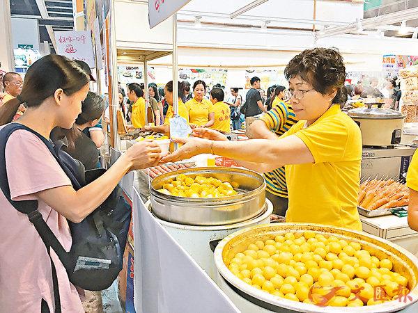 ■20元一碗的魚蛋很受市民歡迎。 香港文匯報記者楊佩韻 攝