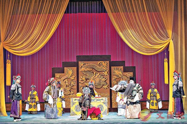 ■《金沙灘》在石家莊絲弦劇院上演,吸引眾多戲迷到場觀看。