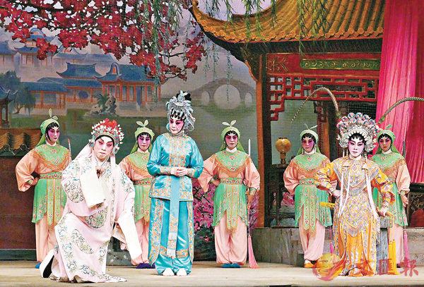 ■李龍演的江六雲與楚雲玉演的百花公主,在百花亭前相見,中間為高麗飾的江花右。