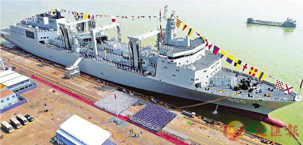 ■中國海軍新型綜合補給艦首艦-呼倫湖艦近日正式加入了中國人民解放軍海軍序列。 網上圖片
