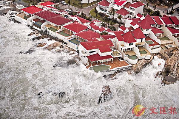 ■聖馬丁島荷屬地區沿岸建築物「危在旦夕」。 路透社