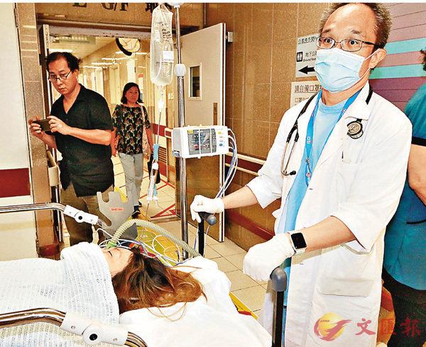 ■昏迷女子送院後情況嚴重。 香港文匯報記者鄧偉明 攝