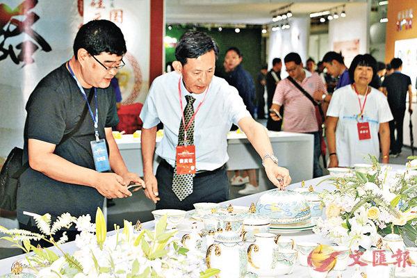 「帶路」主題瓷器亮相淄博陶博會